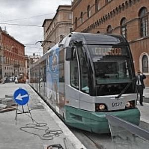 Autista del tram 8 aggredito